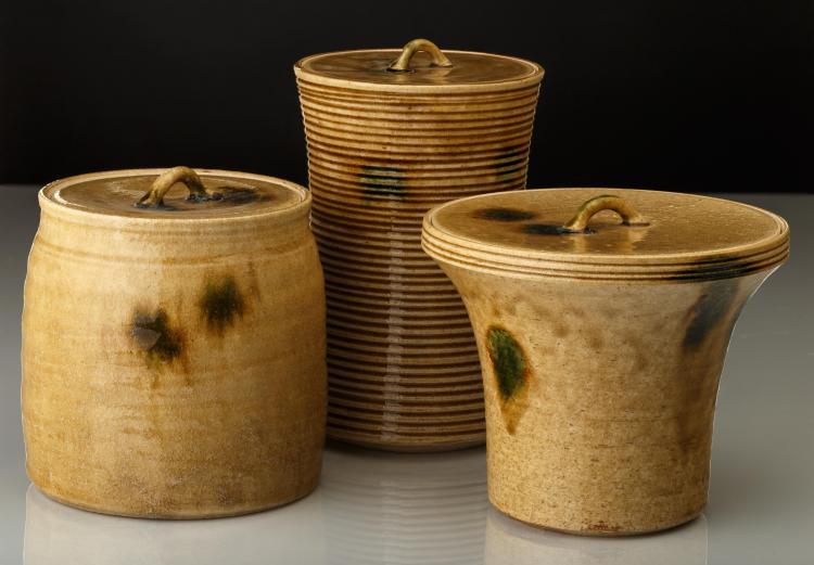 Trois pots à eau