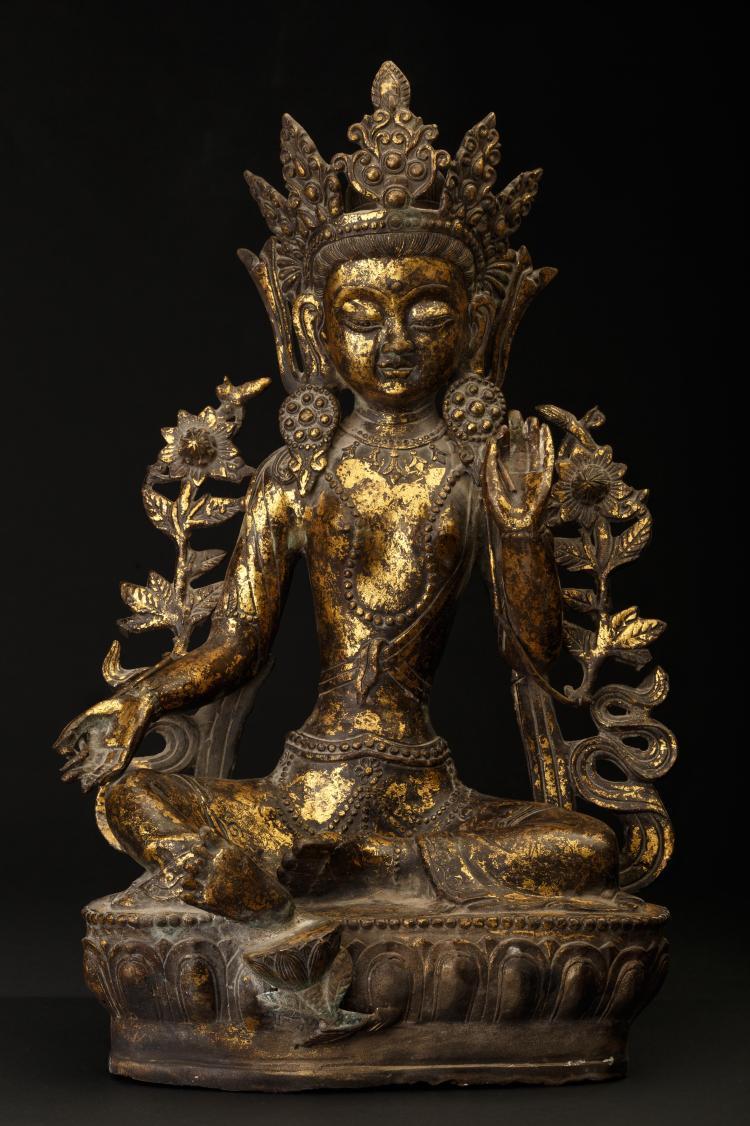 Tara blanche en bronze doré.