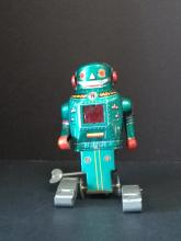 Wind Up Pressed Tin Robot