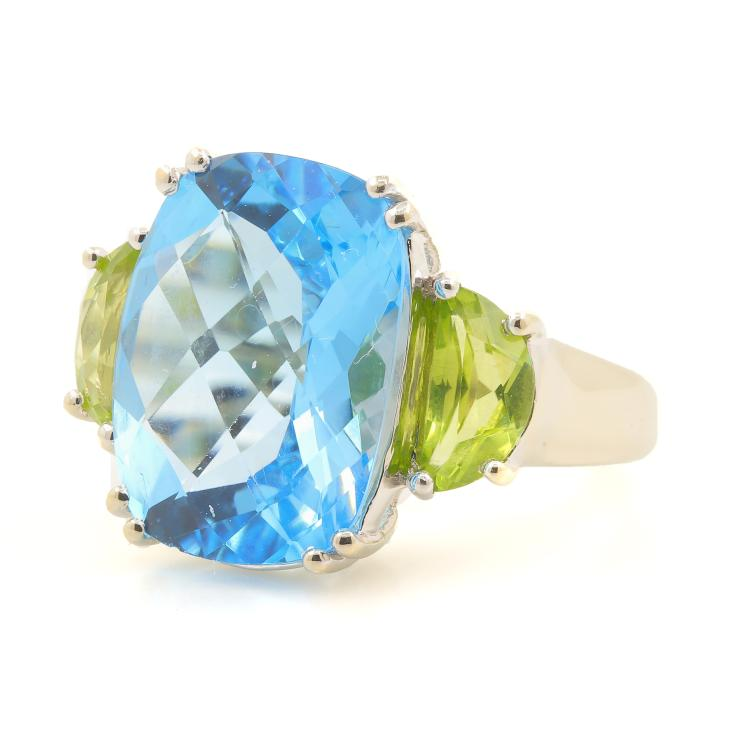 Fine Classic 14K White Gold Oval Cut Checkered Blue Topaz Peridot Cocktail Ring