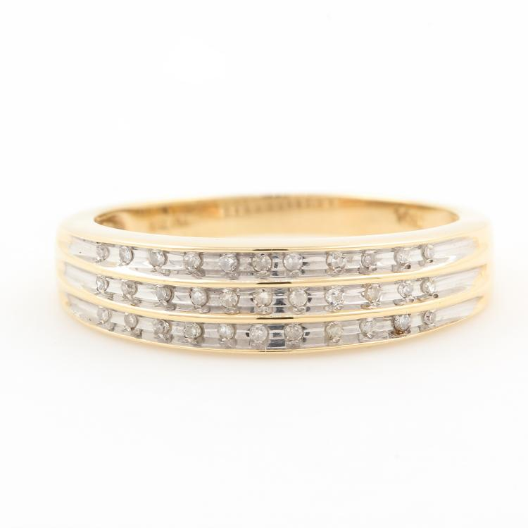 Vintage Classic Estate 10K Yellow Gold Diamond Channel Set Ring Band - 0.20CTW