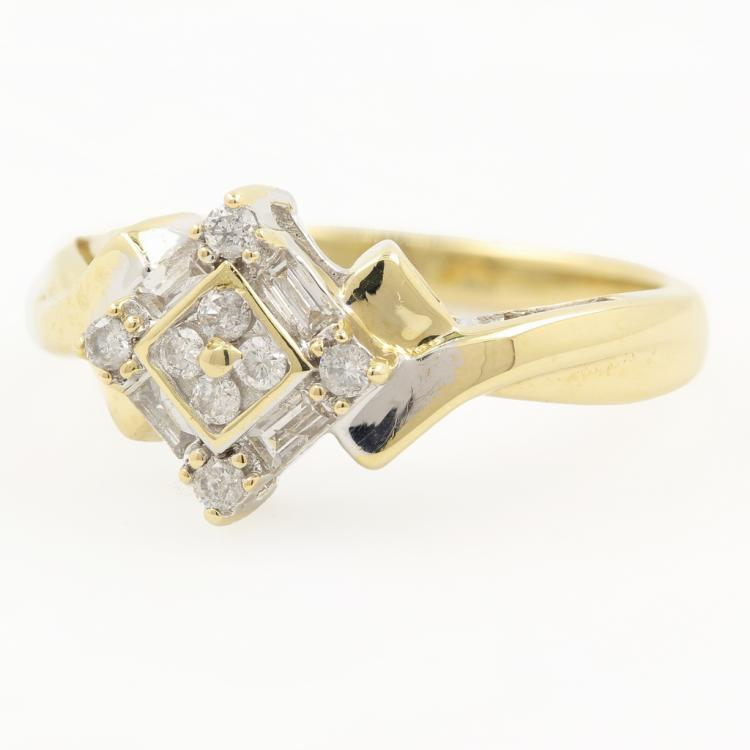 Beautiful Modern 10K Yellow Gold Ladies Diamond Ring - 0.30CTW
