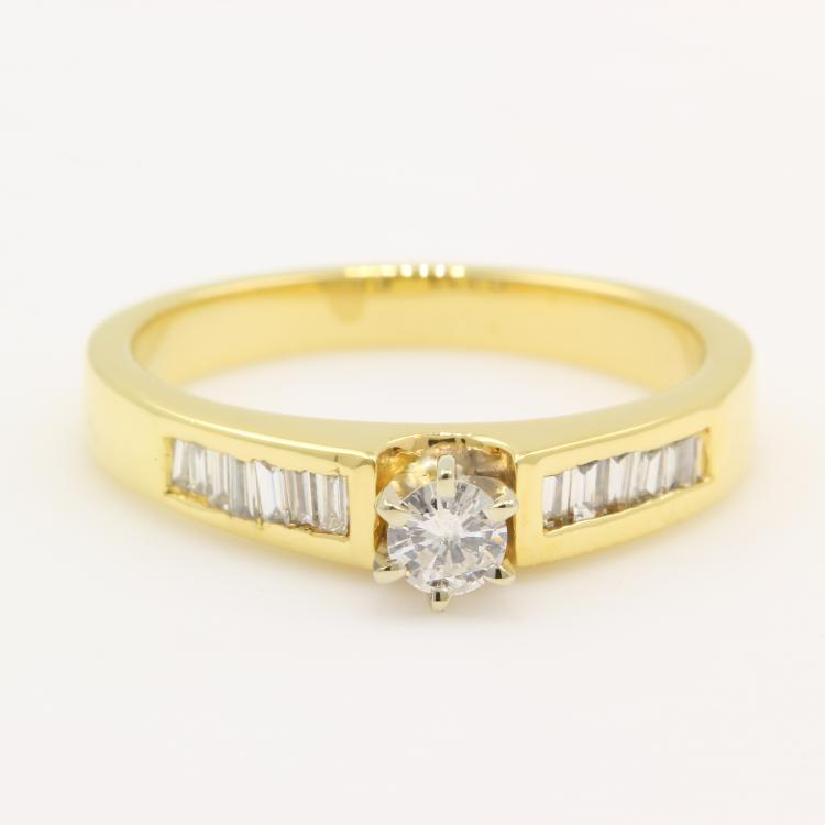 Vintage Classic Estate 14K Yellow Gold Diamond Elegant Ladies Engagement Ring