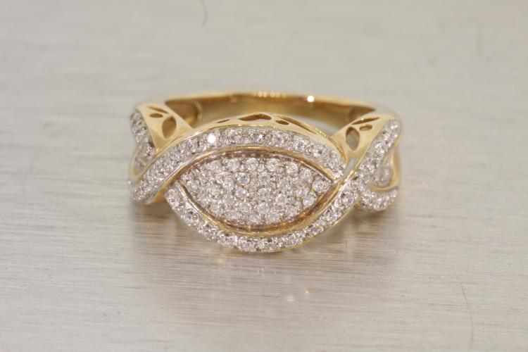 Exquisite Vintage 14K Yellow Gold Sparkling Zirconia Band Ladies Ring