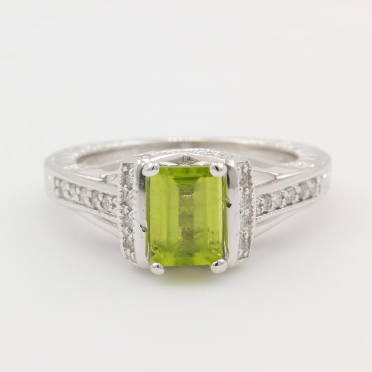 Vintage Estate Ladies 14K White Gold Natural Diamond and Peridot Cocktail Ring