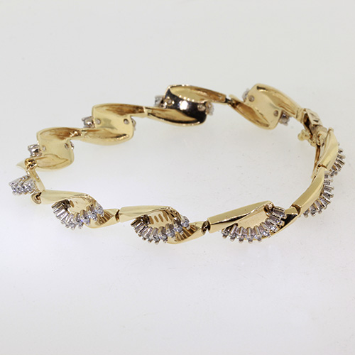 Stunning Classic Estate Ladies 14K Yellow Gold Zirconias Bracelet - 1.80CTW
