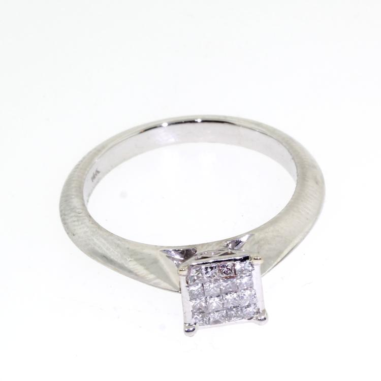 Classic Ladies 14K White Gold Beautiful Princess Cut Diamond Engagement Ring