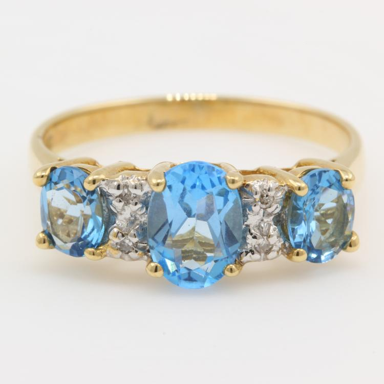 Charming Modern Ladies 10K Yellow Gold Blue Topaz Diamond Cocktail Band Ring
