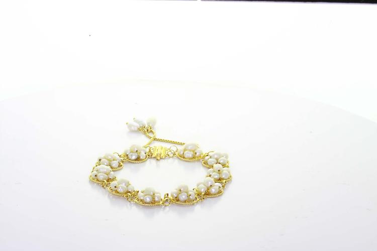 Vintage Estate 18K Yellow Gold White Lustrous Pearl Cluster Ladies Bracelet