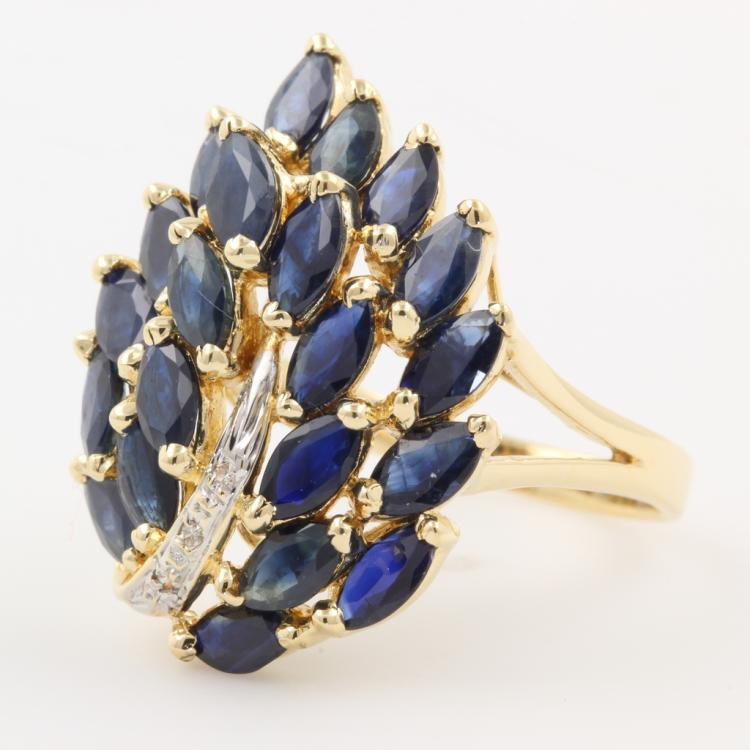 Gorgeous Classic Estate Ladies 14K Yellow Gold Diamond & Blue Spinel Ring