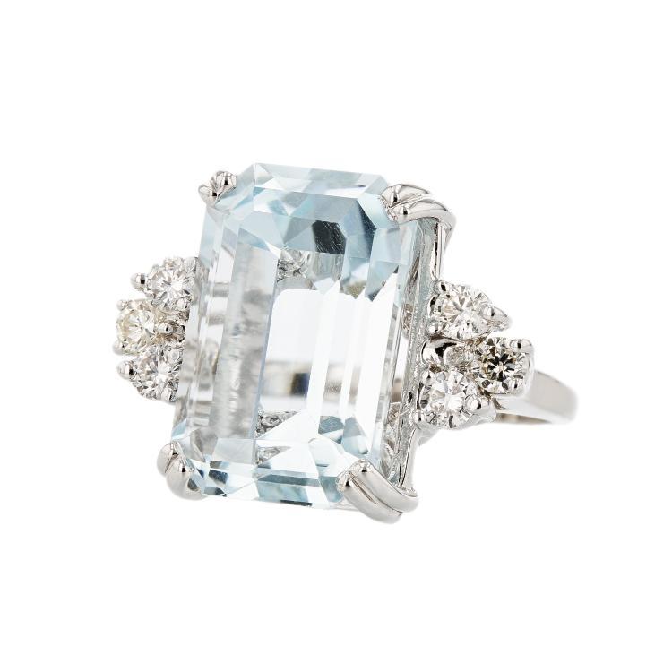Stunning Modern 14K White Gold Diamond & Lite Blue Topaz Ladies Statement Ring
