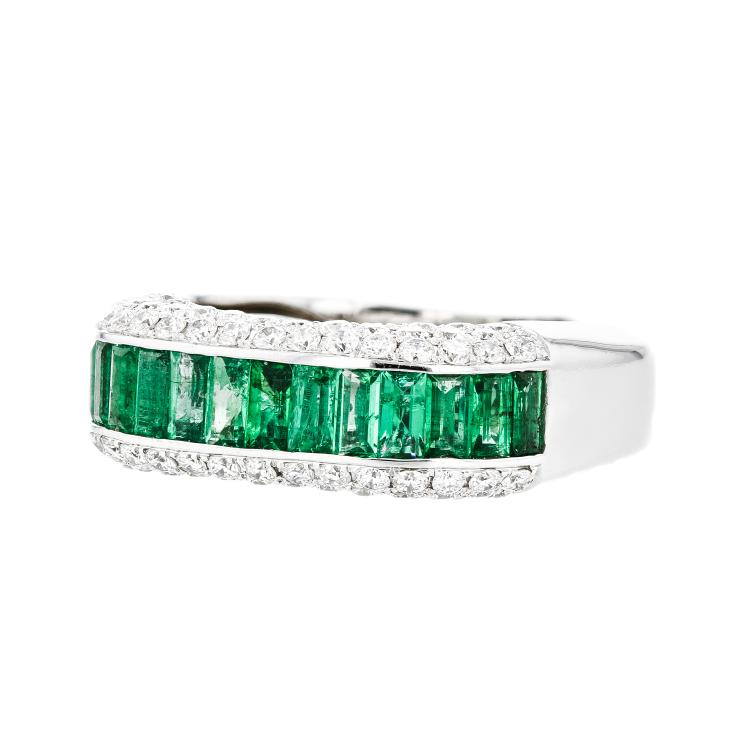 Charming Modern 18K White Gold Diamond & Emerald Ladies Ring - Brand New