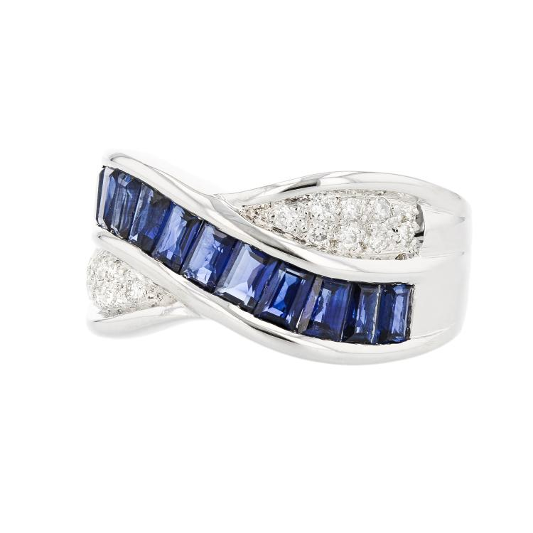 Stylish Modern 18K White Gold Diamond & Blue Sapphire Ladies Ring - Brand New