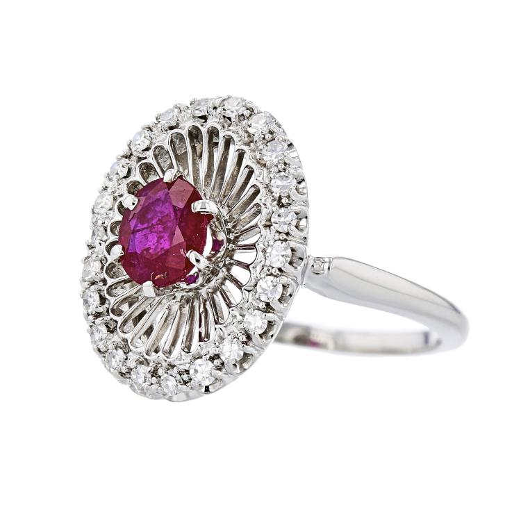 Exquisite Modern 18K White Gold Ladies Diamond Ring - Brand New
