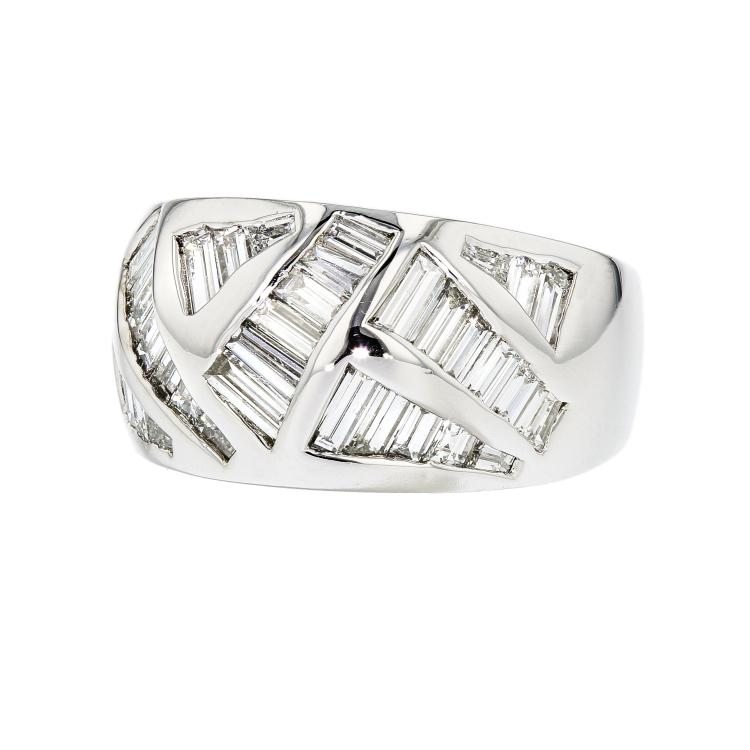 Exquisite Modern 18K White Gold Women's Diamond Ring 1.73CTW - Brand New
