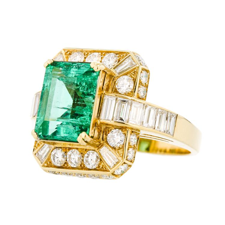 Stunning Modern 18K Yellow Gold Green Emerald & Diamond Halo Ladies Ring 2.23CTW