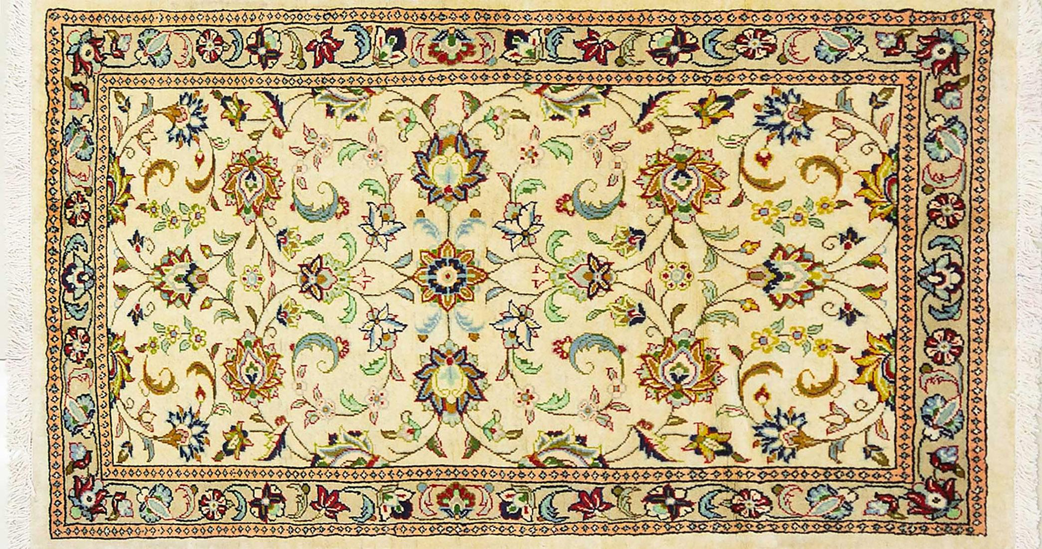 A Persian Hand Knotted Sarough Rug, 145 x 85