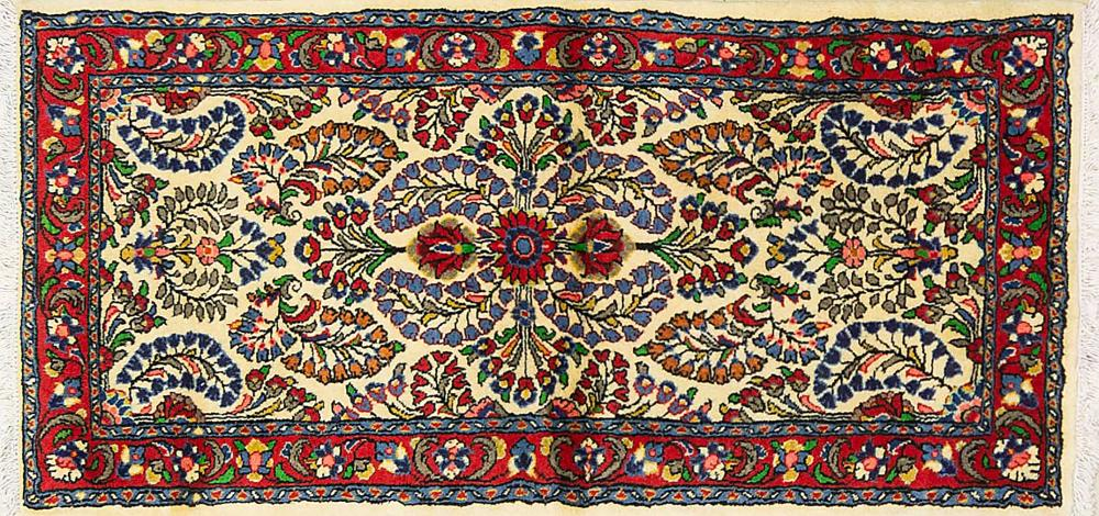 A Persian Hand Knotted Sarough Rug, 135 x 85
