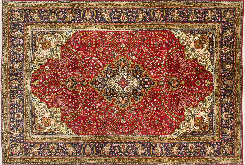 A Persian Hand Knotted Tabriz Carpet, 291 x 198