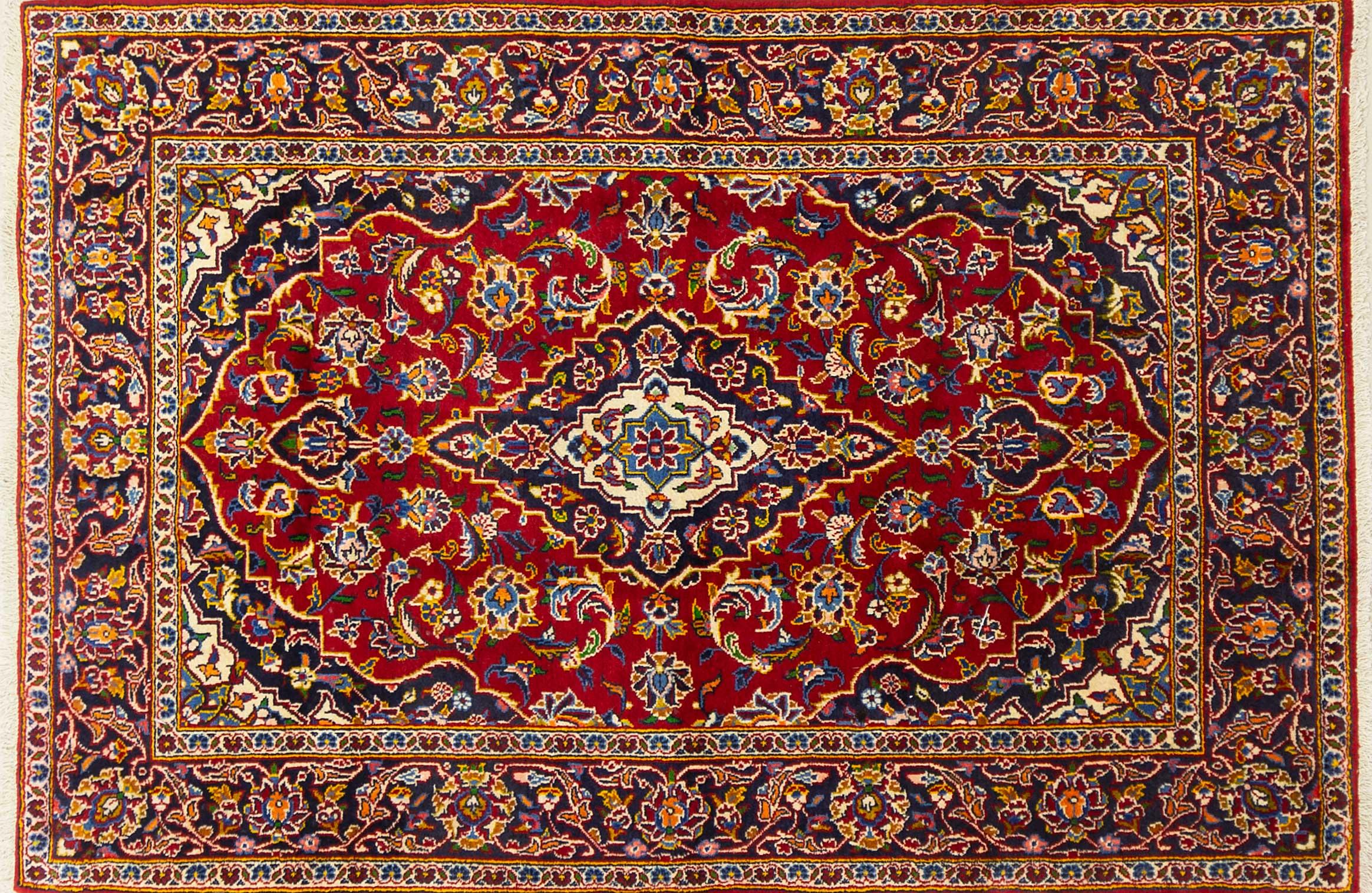 A Persian Hand Knotted Kashan Rug, 203 x 135