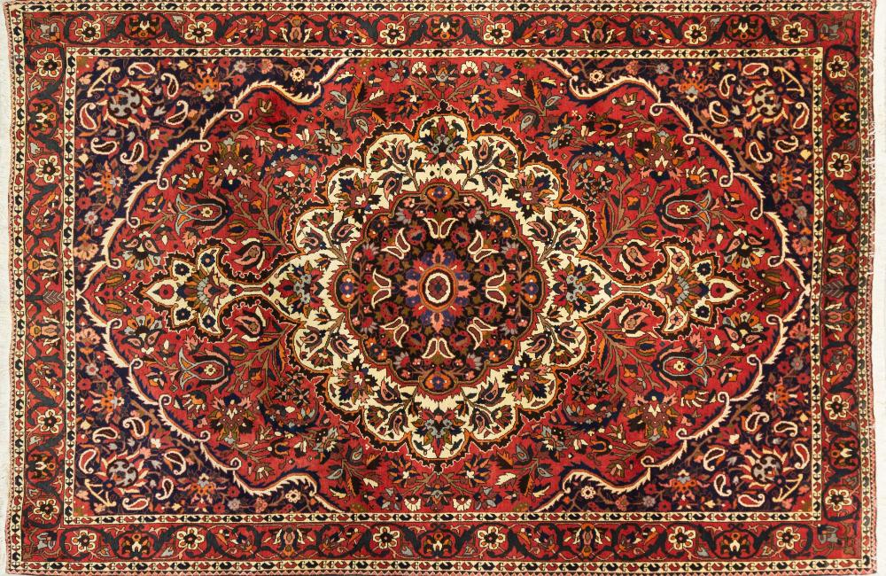 A Persian Hand Knotted Bakhtiari Carpet, 317 x 214