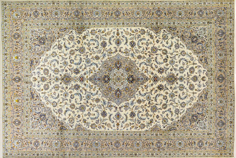 A Persian Hand Knotted Kashan Carpet, 423 x 294