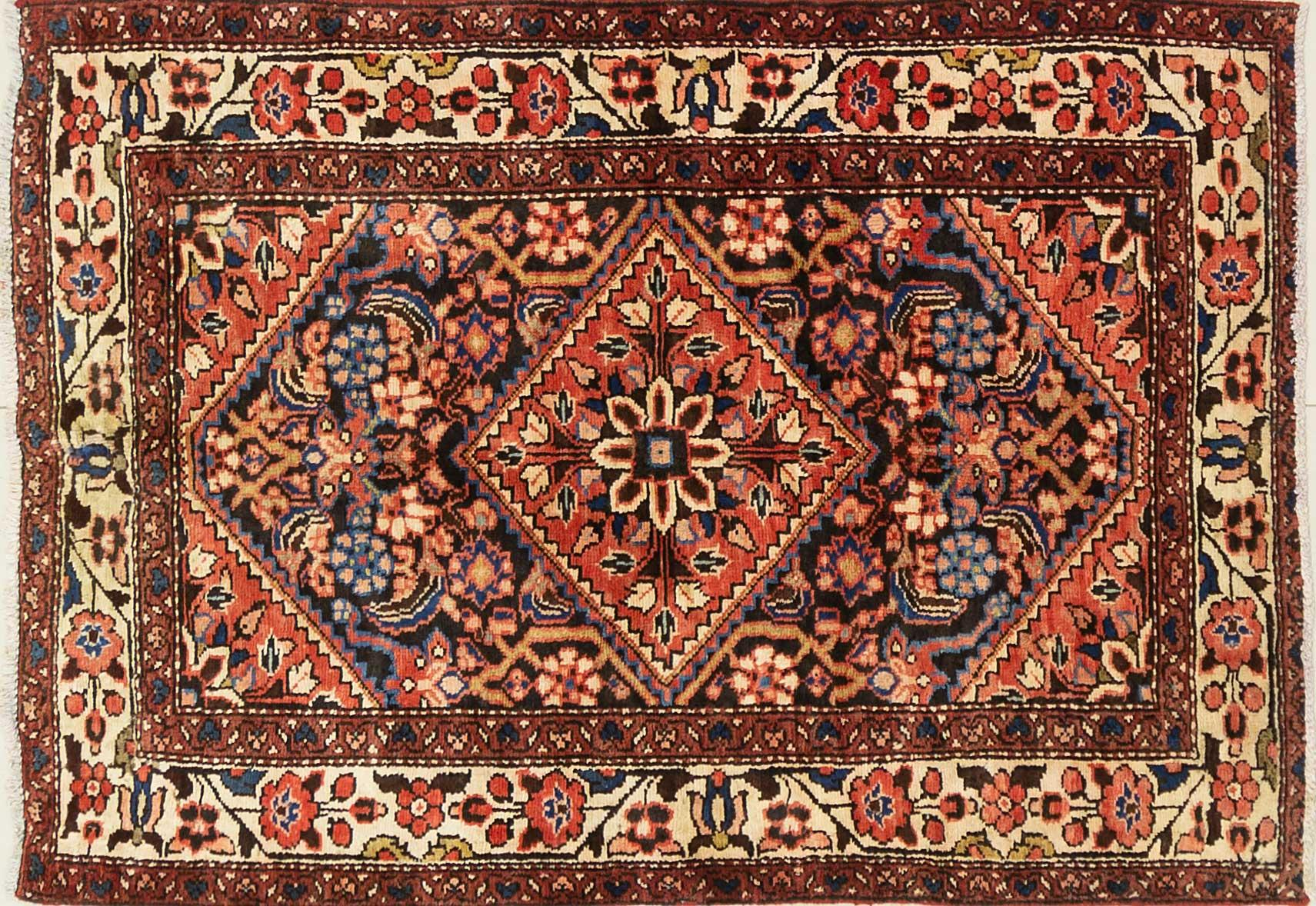 A Persian Hand Knotted Hamadan Rug, 148 x 103