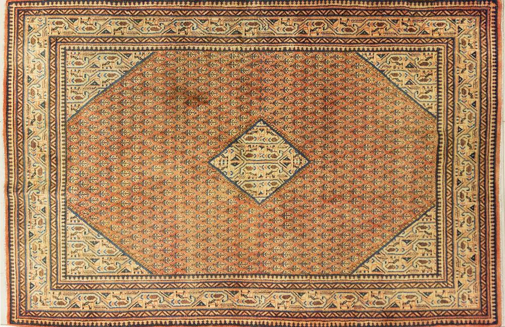 A Persian Hand Knotted Arak Rug, 195 x 130