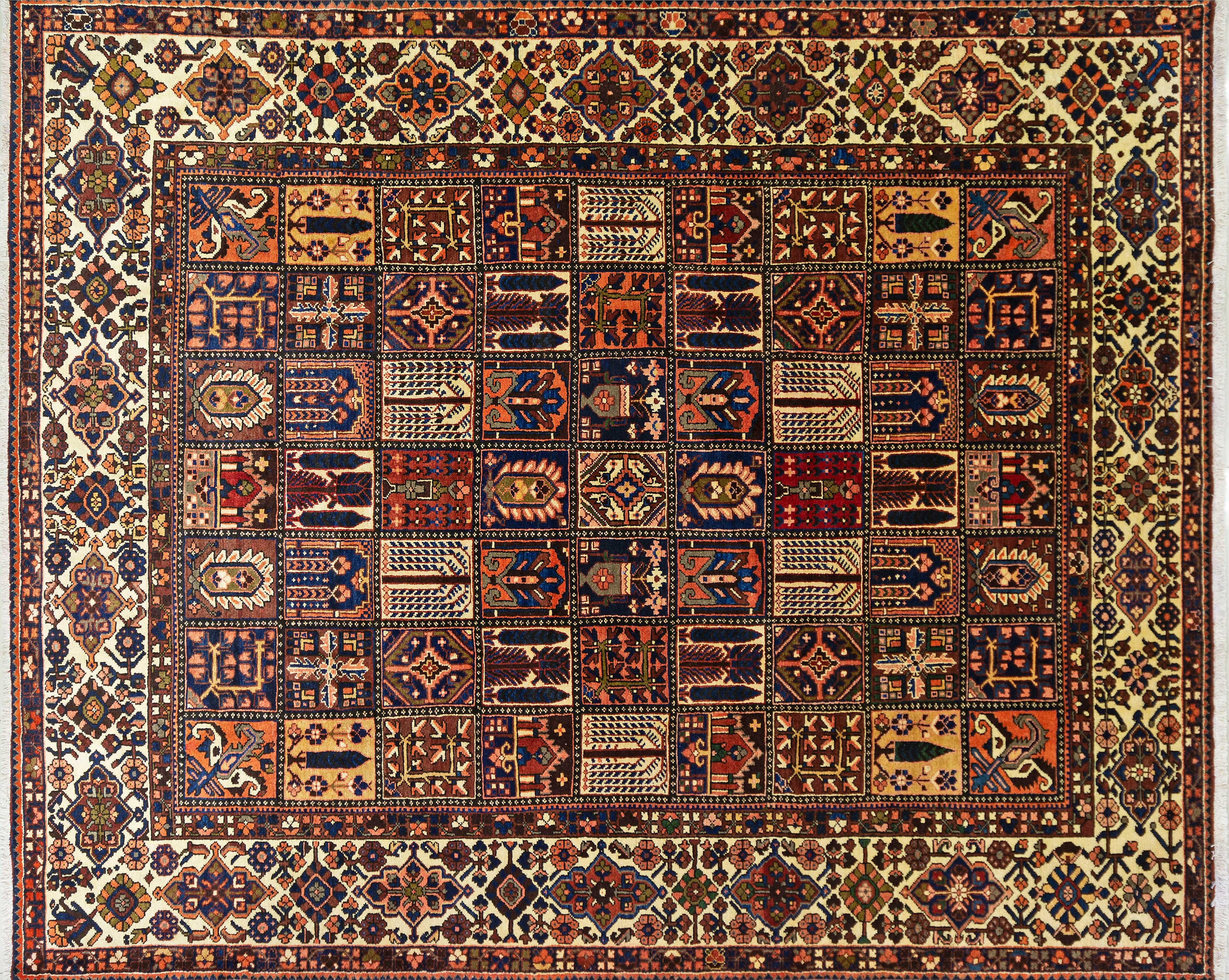 A Persian Hand Knotted Bakhtiari Carpet, 380 x 313