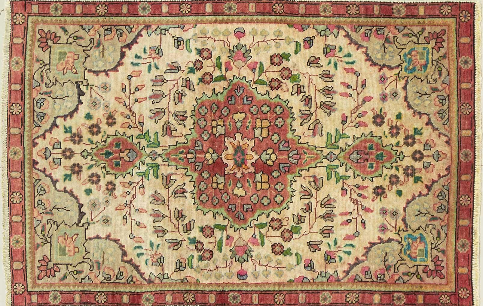 A Persian Hand Knotted Tabriz Rug, 142 x 92