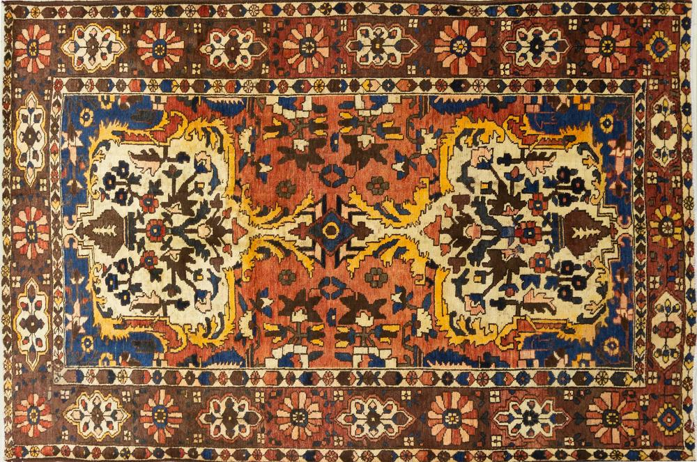 A Persian Hand Knotted Bakhtiari Rug, 257 x 167