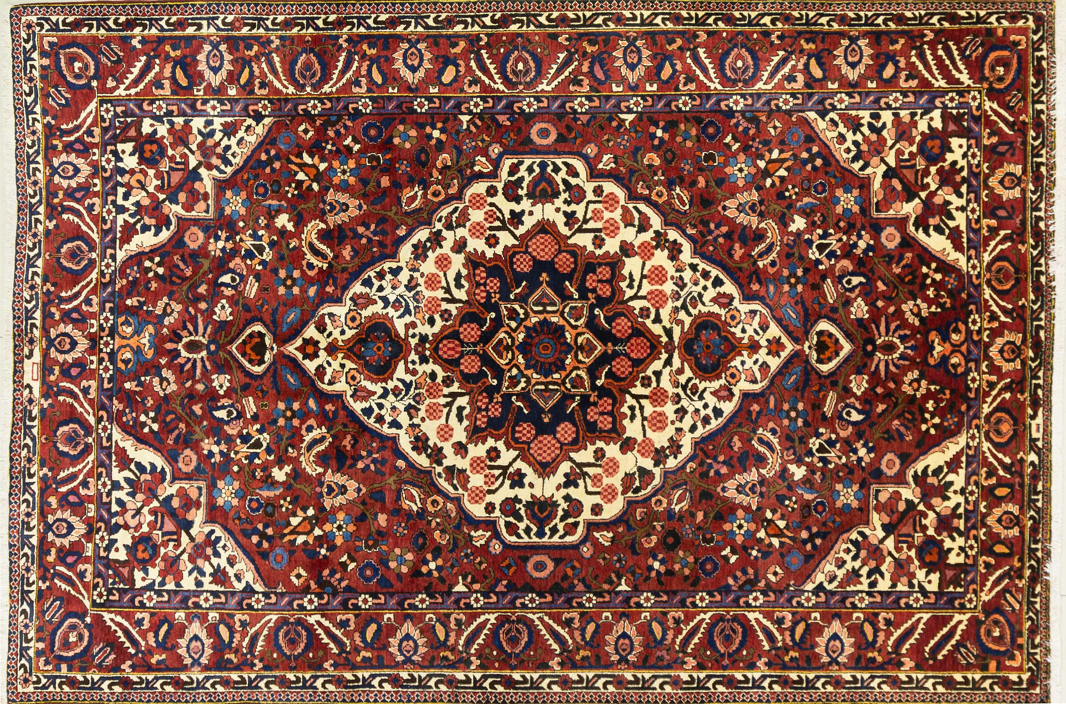 A Persian Hand Knotted Bakhtiari Carpet, 314 x 213