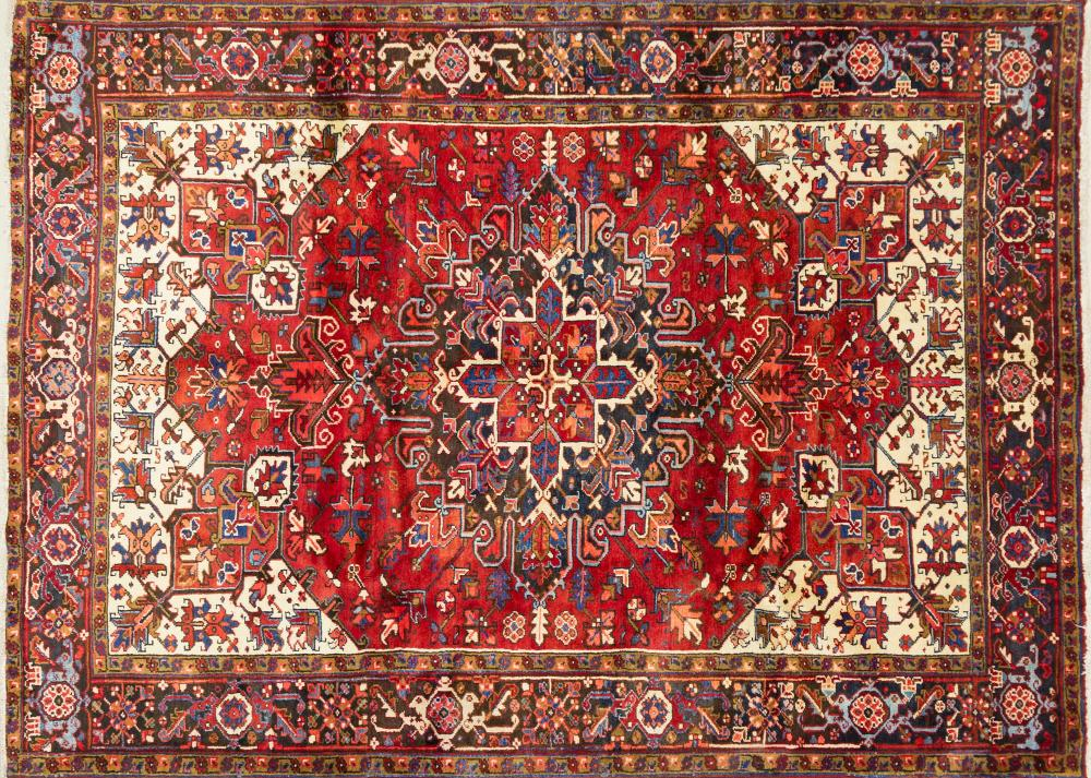 A Persian Hand Knotted Heriz Carpet, 285 x 210