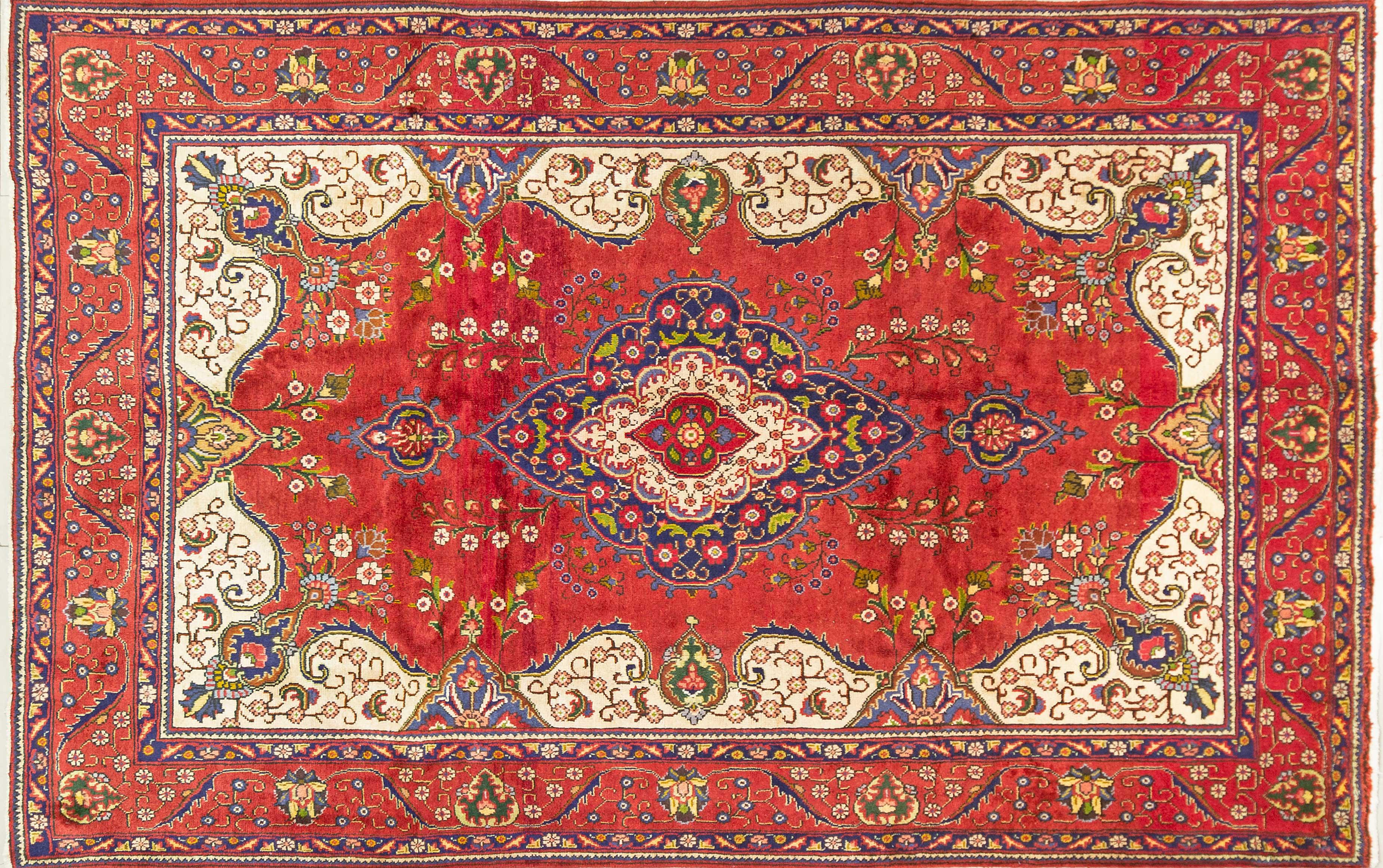 A Persian Hand Knotted Tabriz Carpet, 305 x 195