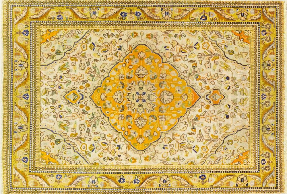 A Persian Hand Knotted Tabriz Rug, 155 x 108