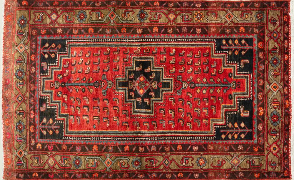 A Persian Hand Knotted Hamadan Rug, 205 x 125