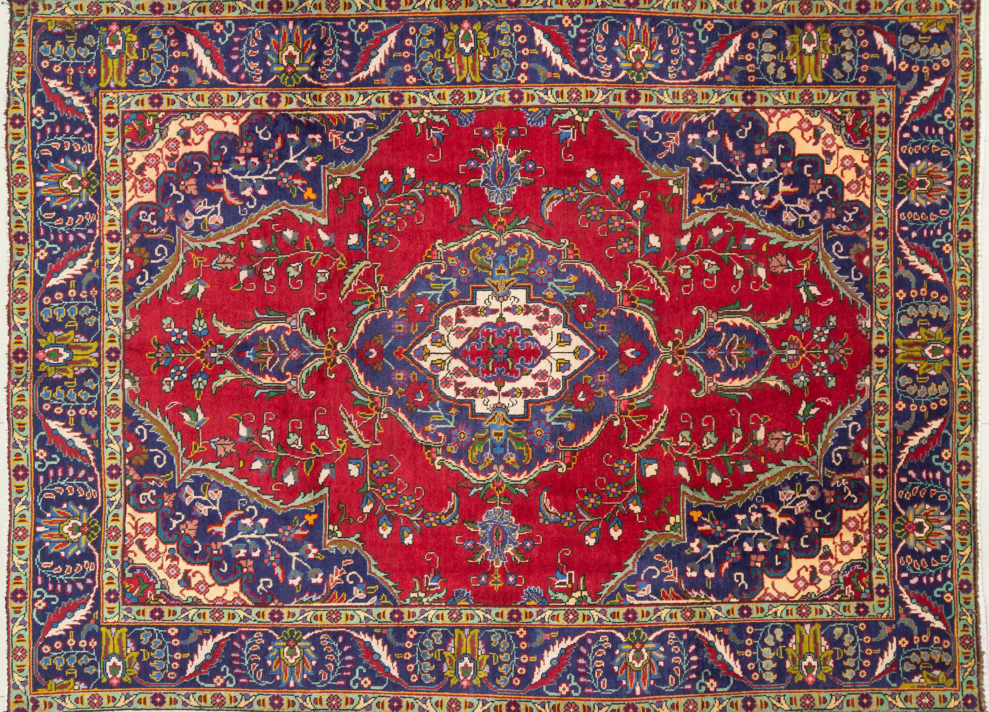 A Persian Hand Knotted Tabriz Carpet, 287 x 212