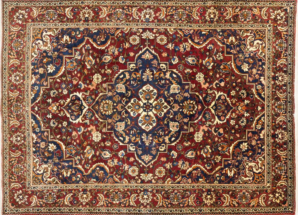 A Persian Hand Knotted Bakhtiari Carpet, 290 x 214