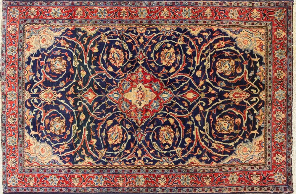 A Persian Hand Knotted Sarough Rug, 155 x 105