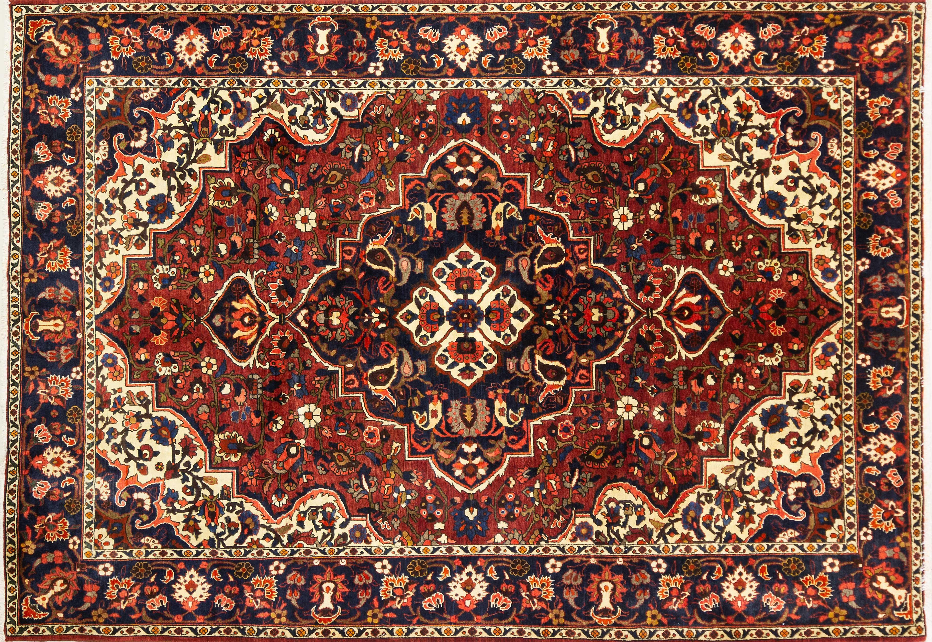 A Persian Hand Knotted Bakhtiari Carpet, 312 x 220