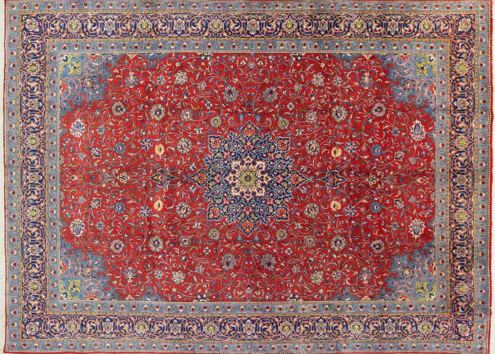 A Persian Hand Knotted Sarough Carpet, 395 x 288