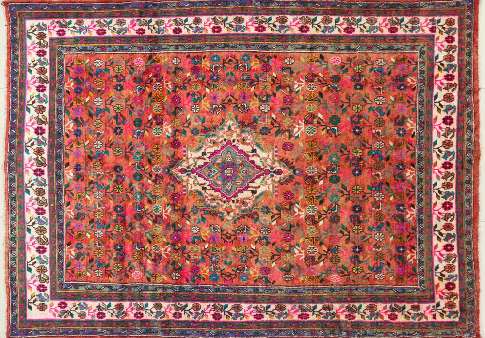 A Persian Hand Knotted Hamadan Carpet, 297 x 207