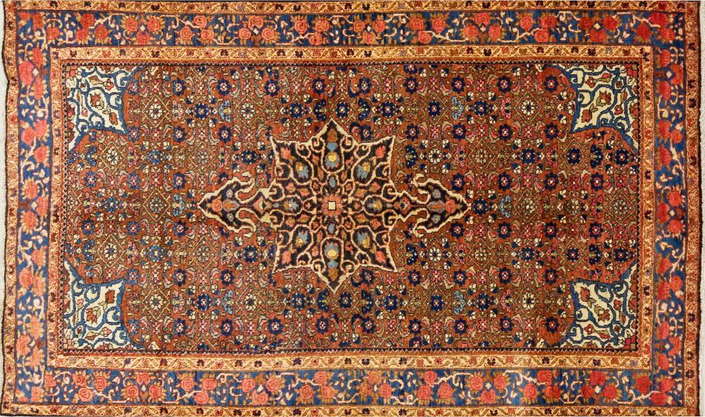 A Persian Hand Knotted Bidganeh Rug, 200 x 120