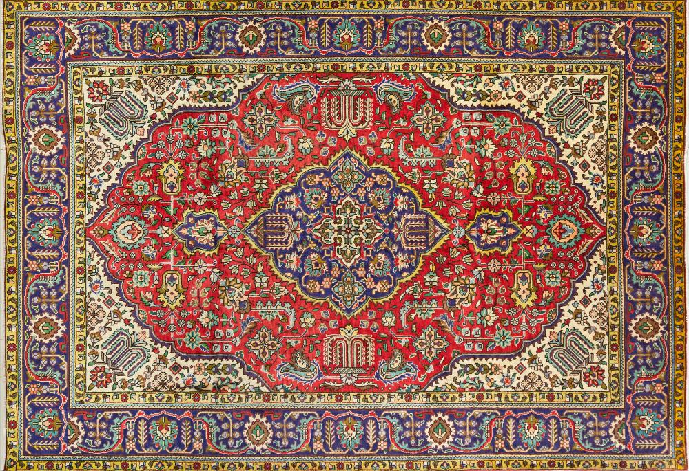 A Persian Hand Knotted Tabriz Carpet, 292 x 200