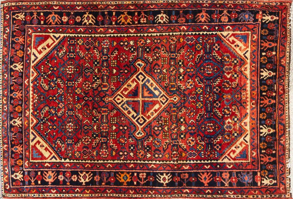 A Persian Hand Knotted Hosseinabad Rug, 157 x 108