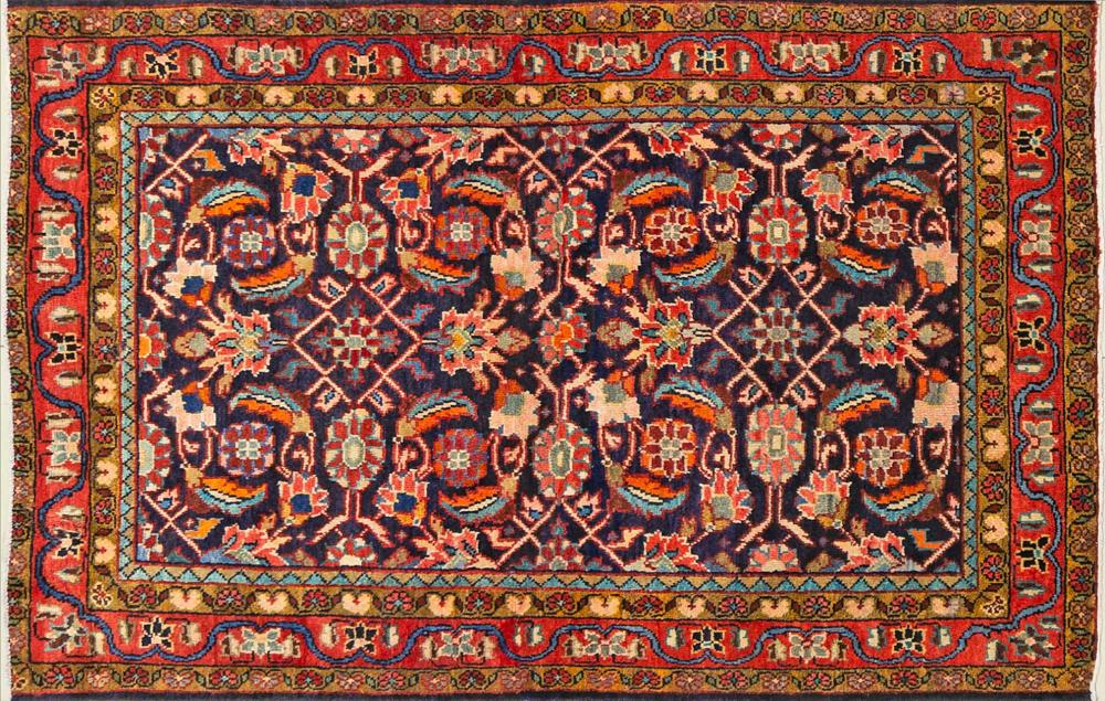 A Persian Hand Knotted Mahal Rug, 165 x 107