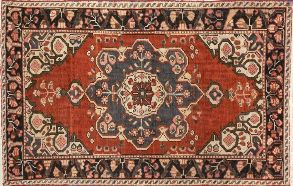 A Persian Hand Knotted Hamadan Rug, 205 x 127
