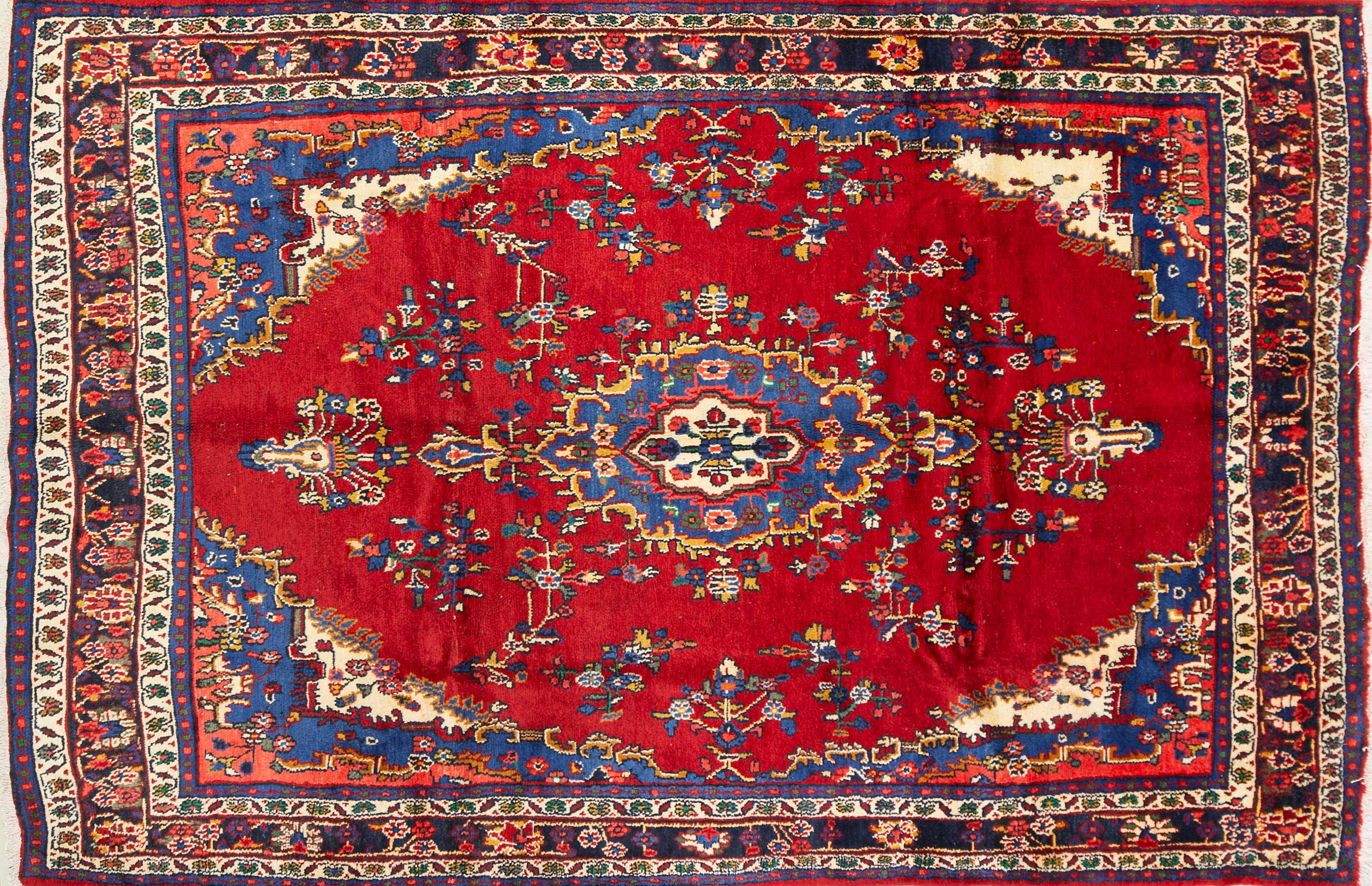 A Persian Hand Knotted Hamadan Carpet, 317 x 217