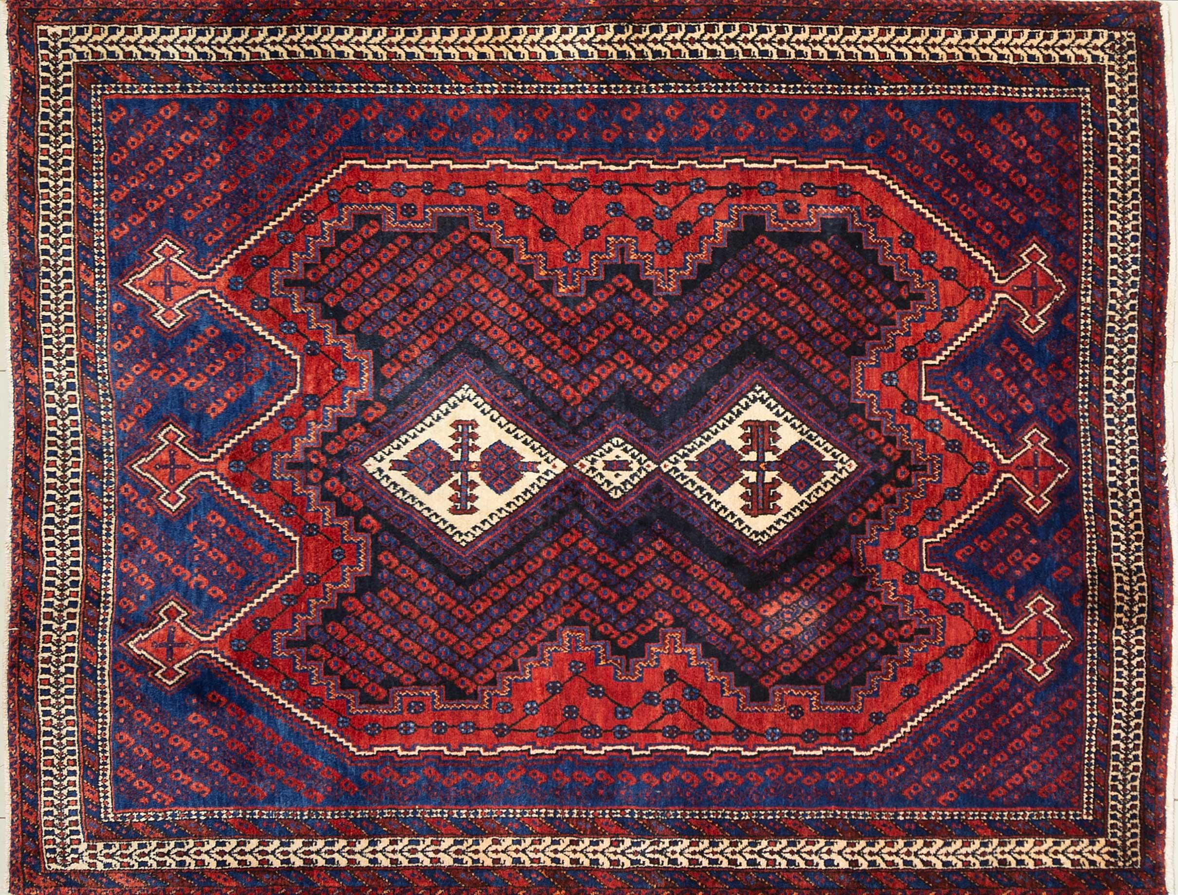 A Persian Hand Knotted Hamadan Rug, 206 x 163