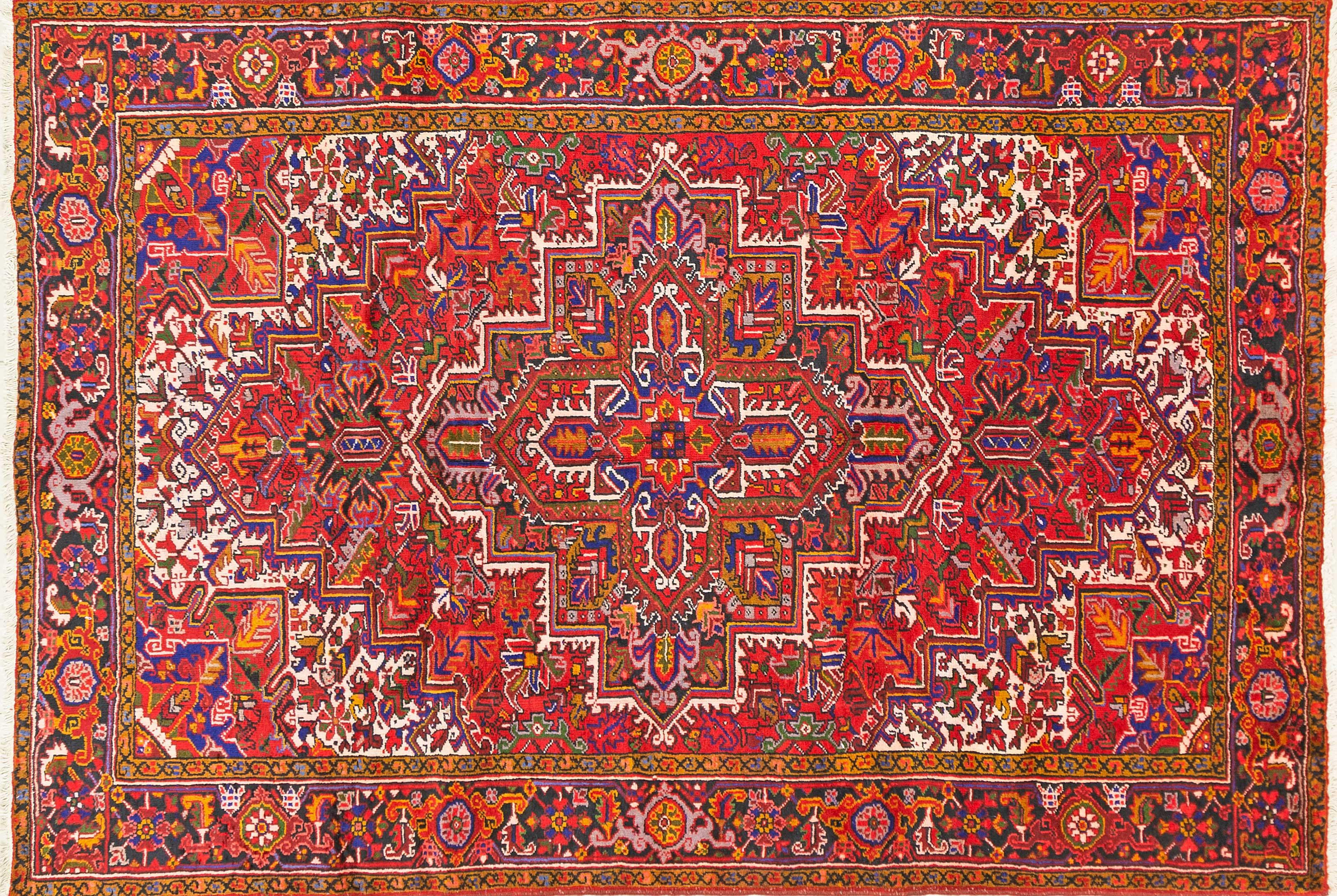A Persian Hand Knotted Heriz Carpet, 301 x 208
